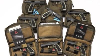 Viele Lago Arms Alien Pistolen lagen